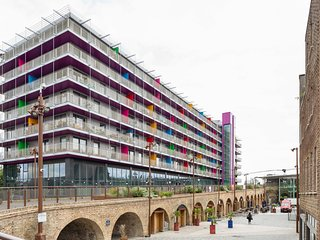 Fabulous 2BR Penthouse in hip Deptford, 360° views