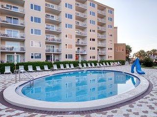 Gorgeous Gulf view condo w/ shared pools, hot tub, tennis & easy beach access