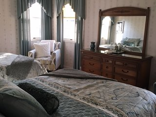 Gardenview Room at Lakecrest Estate Bed & Breakfast