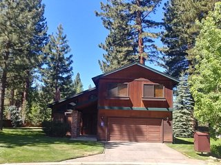 Minutes from Heavenly Valley & Lake Tahoe Beaches
