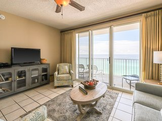 Charming Gulf front condo w/ balcony, shared hot tub, & indoor community pool!