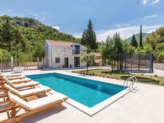 Nice home in Bijeli Vir w/ Outdoor swimming pool, WiFi and Outdoor swimming pool
