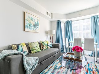 Simply Comfort. Charming Yorkville 1 Bedroom Apartment