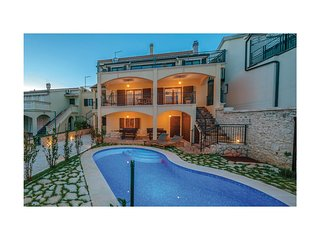 Awesome home in Vodice w/ Outdoor swimming pool, Outdoor swimming pool and 5 Bed