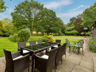 Country cottage nr Guildford/Woking & London- Short or long term availability.