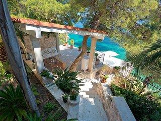 Villa Oceanus Hvar with a Private Beach