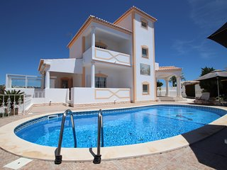 OUTSTANDING VILLA, WITH PRIVATE HEATABLE POOL, FREE WI-FI, VERY CLOSE TO THE BEA