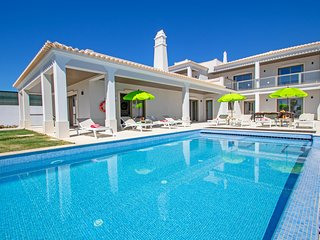 SUPERB BRAND NEW VILLA, HEATABLE POOL, FREE WIFI, AC AND VERY CLOSE TO THE BEACH