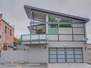 3BR Modern Marvel★Downtown Custom★Private Balcony