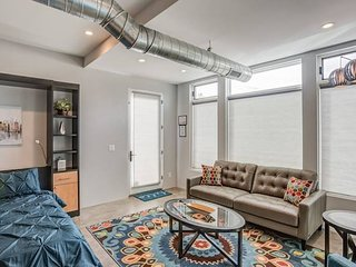 1BD Studio ✶ Downtown ✶ Close to Hiking w/AC!
