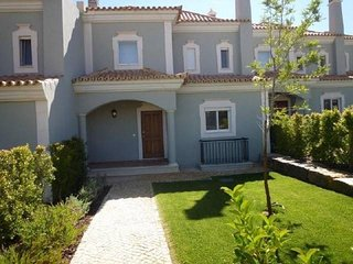 4 bedroom Villa with Pool, Air Con and Walk to Shops - 5620940