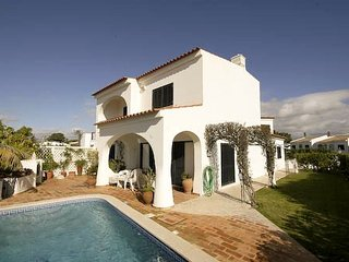 4 bedroom Villa with Air Con, WiFi and Walk to Beach & Shops - 5620944