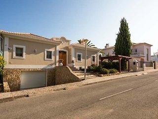 Vale do Garrao Villa Sleeps 8 with Pool Air Con and WiFi - 5480169