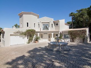 4 bedroom Villa with Pool, WiFi and Walk to Beach & Shops - 5621101