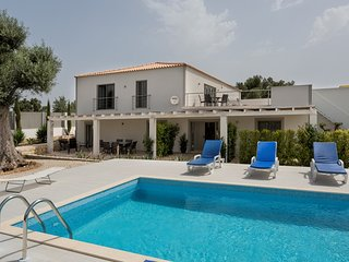 Almancil Villa Sleeps 10 with Pool and Air Con - 5620851