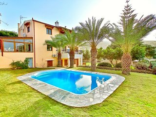 5 bedroom Villa with Air Con, WiFi and Walk to Beach & Shops - 5700282