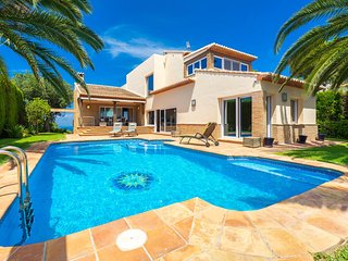 4 bedroom Villa with Pool, Air Con and WiFi - 5810589