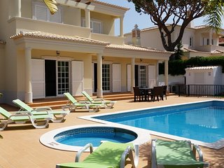 4 bedroom Villa with Pool and Air Con - 5620910