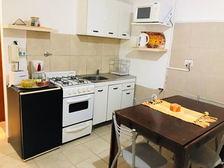 departamento 2 amb amueblado ,cocina microondas cafetera tostadora heladera cama