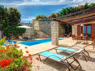 Katsarata Villa Sleeps 4 with Pool Air Con and WiFi - 5604830