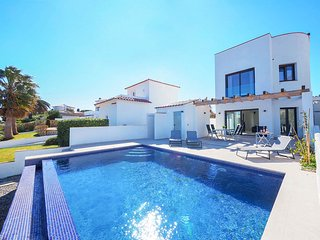 3 bedroom Villa with Pool, Air Con and WiFi - 5810483
