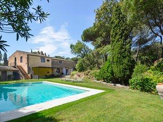 4 bedroom Villa with Pool - 5810343