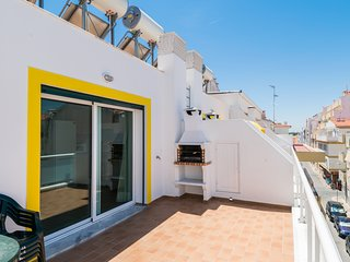 Miltonia Yellow Duplex Apartment, Monte Gordo, Algarve