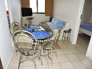 Apartamento 46-B de 1 dormitorio para 5 pessoas a uma quadra da Praia Grande