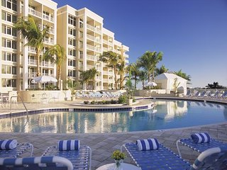BEACH VACATION STARTS HERE!! FANTASTIC 2BR/2BA APARTMENT, POOL, SPA