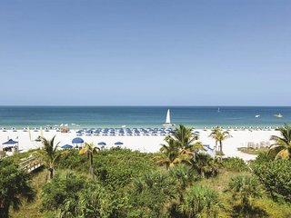STAY ON THE BEACH! INCREDIBLE GULF VIEW 1BR APARTMENT, POOL, SPA, BALCONY
