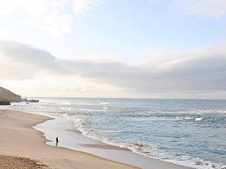 Luxury Villa - Walk to Beach or Bay
