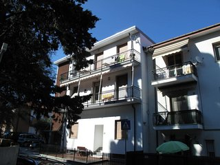 3 bedroom Apartment with WiFi and Walk to Beach & Shops - 5802312