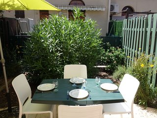 1 bedroom Villa with Pool, WiFi and Walk to Beach & Shops - 5050701