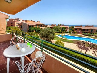 2 bedroom Apartment with Pool and Walk to Beach & Shops - 5036414
