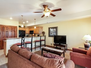 Dog-friendly condo near town w/ access to shared hot tub