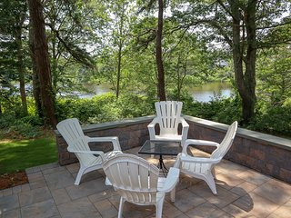 Totally Renovated, Privacy withPond View, 5-Min. Walk to Beach. 049-B