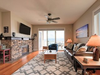 Seasons at Sandpoint - Large Corner Condo with Extra Windows & Square Footage
