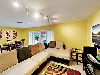 Sweet 2BR w/ Tropically Landscaped Backyard -- Minutes to Beach & Downtown