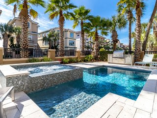 MY TY: New Owners - Just Re-Furnished - Resort Pool - Elevator - Stunning Water