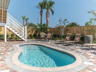 EMERALD SERENITY: Rates Reduced All Seasons! Modern Decor, Pool, Golf Cart, Gulf
