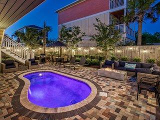 DUNE FINE: New! Modern! Gulf Views, 4 King Beds, Golf Cart, Pool