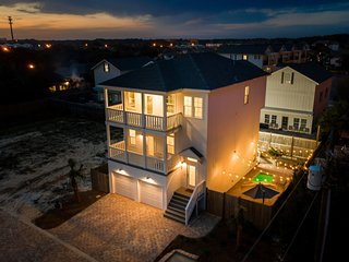 SURF SONG: Brand New! Golf Cart! 6 Bedrooms, Pool, Professionally Decorated!