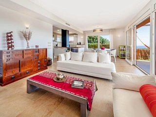 Begur Villa Sleeps 8 with Pool and Air Con - 5810480