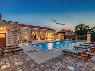 Stunning home in Skabrnja w/ Outdoor swimming pool, WiFi and 6 Bedrooms