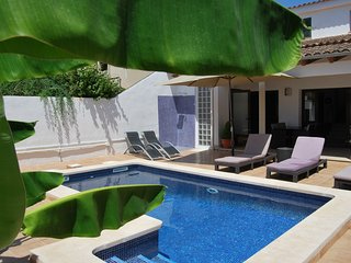Chalet 10 min to Palma, 250m2, private pool, SAT, WIFI, PC...