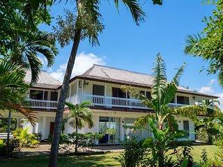 Paradise Beachfront Villa I Heart JA!
