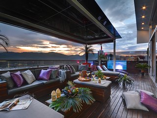 STUNNING LUXURY PENTHOUSE  WITH SPECTACULAR VIEWS