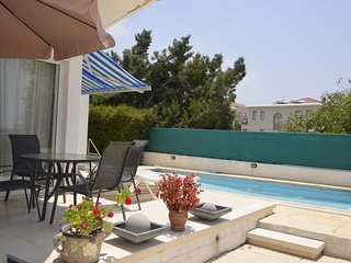 Kris court - Two-story house with private swimming pool in central Paphos