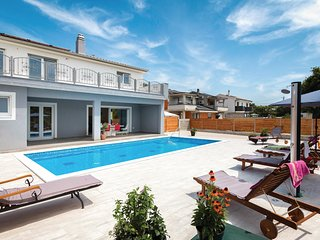Nice home in Pula w/ Outdoor swimming pool, WiFi and 3 Bedrooms