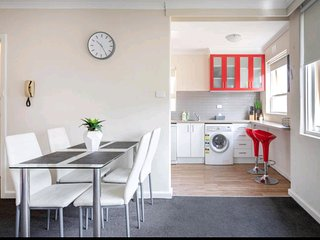 Modern st Kilda East apartment - Free Parking
